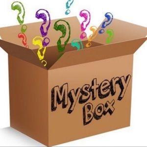 $350 Value Resellers Box LADIES 12+ Items $ RESALE